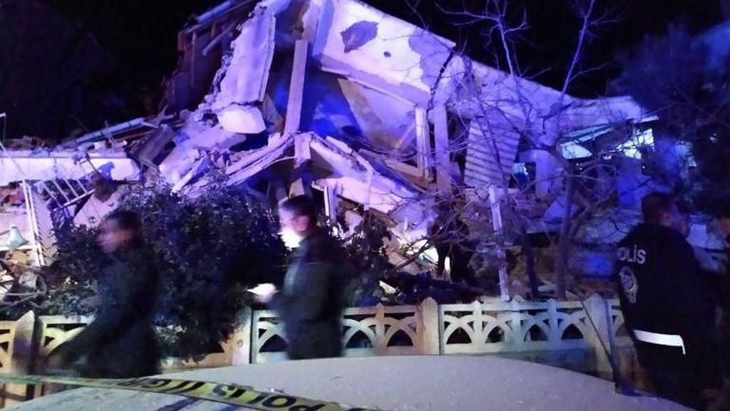 Gempa M 6,8 Guncang Sivrice Turki, 14 Orang Tewas