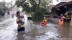 Banjir Juga Rendam Margadana Kota Tegal, Warga Diungsikam
