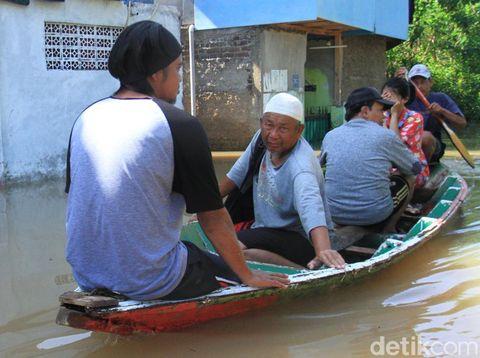 Banjir Dayeuhkolot Bandung Meluas, Aliran Listrik Dipadamkan
