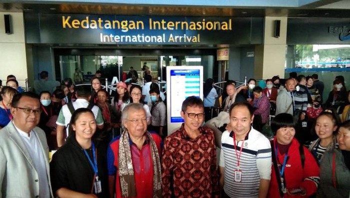 Kedatangan rombongan turis asal Cina tersebut disambut langsung oleh Gubernur Sumatera Barat Irwan Prayitno,