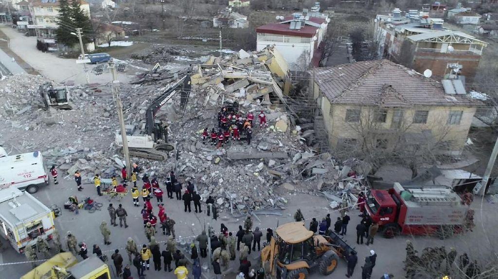Terus Bertambah, Korban Tewas Gempa M 7 di Turki Jadi 14 Orang