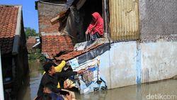 Tak Mudah Salurkan Bantuan Bagi Korban Banjir Dayeuhkolot, Ini Rintangannya