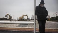 Pembangunan rumah sakit untuk pasien virus corona jenis baru di Wuhan, China, terus dikebut. Rumah sakit itu ditargetkan selesai dibangun 5 Februari mendatang.