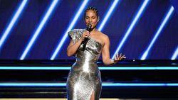 Suara Merdu Alicia Keys Bawakan Life Goes On BTS
