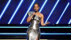 Alicia Keys Minum Teh Gummy Bear Demi Punya Suara Jernih