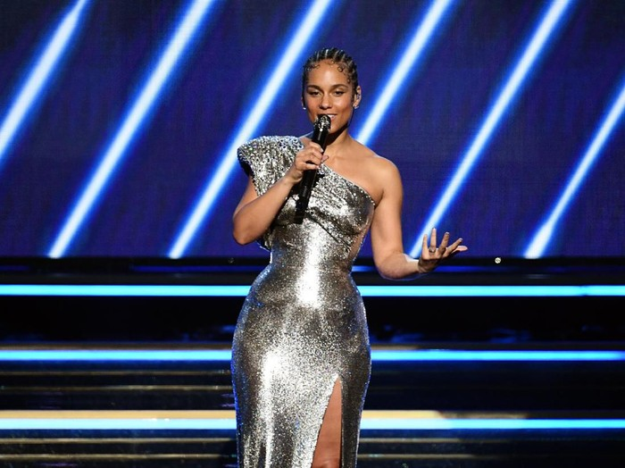 LOS ANGELES, CALIFORNIA - JANUARY 26: Host Alicia Keys speaks onstage during the 62nd Annual GRAMMY Awards at STAPLES Center on January 26, 2020 in Los Angeles, California. (Photo by Kevin Winter/Getty Images for The Recording Academy )
