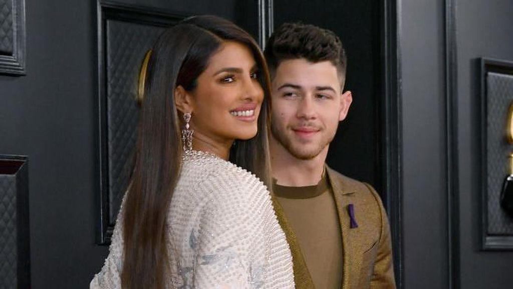 Priyanka Chopra Pakai Nail Art Nomor Punggung Kobe Bryant di Grammy 2020