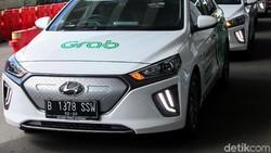 Luhut: Pemerintah Segera Selesaikan Aturan Pajak dan Pelat Mobil Listrik