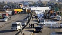 Tergelincir Saat Mendarat, Pesawat Iran Seruduk Jalan Raya