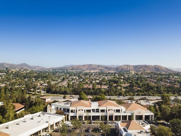 Walau masuk dalam kategori kota pinggiran, nyatanya Calabasas menjadi rumah bagi selebriti Hollywood. Tak ayal, lokasinya dekat dari Los Angeles dan banyak perumahan yang menawarkan privasi dengan fasilitas berkelas (iStock)
