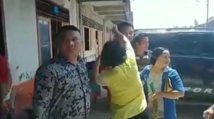 Video eks Bupati Nias Selatan dilempar kotoran babi viral di medsos. Ini penjelasannya (Dok. Istimewa)