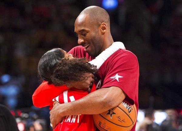 Legenda NBA, Kobe Bryant meninggal dunia. Pebasket berusia 41 tahun itu meninggal dalam kecelakaan helikopter yang ditumpanginya (AP Photo)