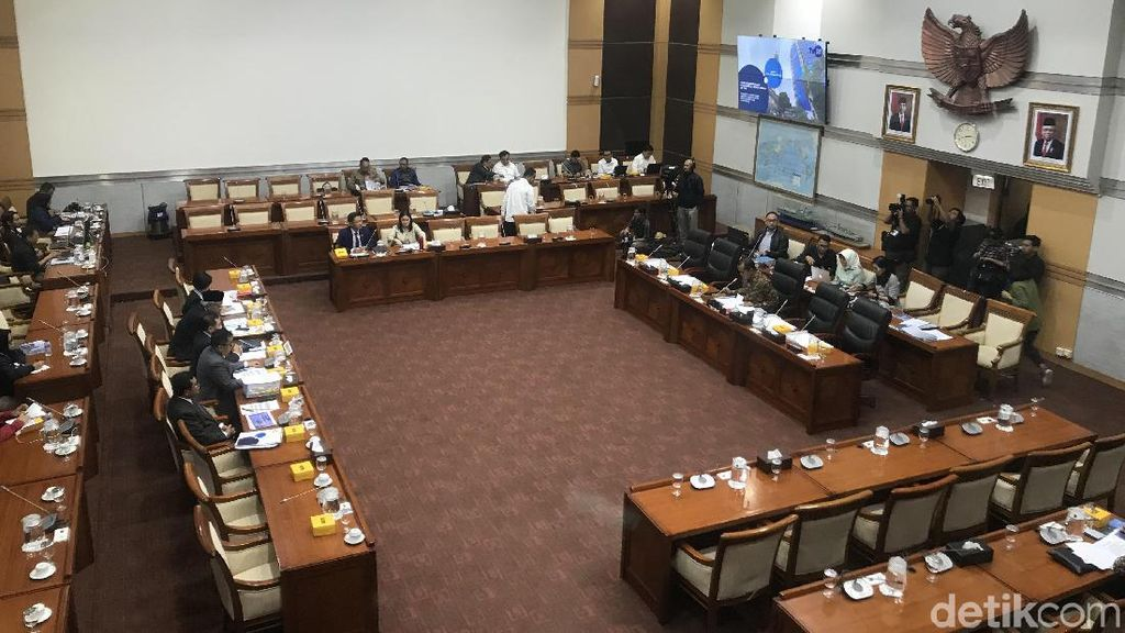 Sejumlah Anggota-Stafnya Positif Covid-19, Komisi I DPR Lockdown!