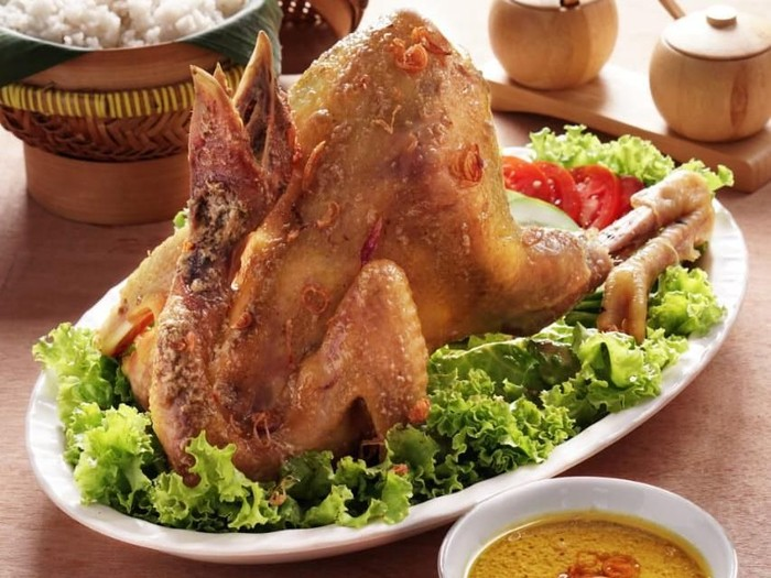 Jokowi makan ayam ingkung