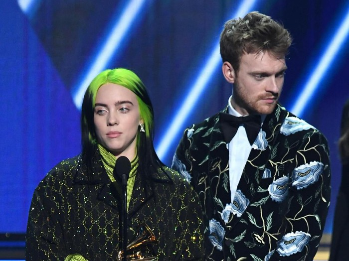 LOS ANGELES, CALIFORNIA - JANUARY 26: (L-R) Billie Eilish and Finneas OConnell accept the Song of the Year award for Bad Guy onstage during the 62nd Annual GRAMMY Awards at STAPLES Center on January 26, 2020 in Los Angeles, California. (Photo by Kevin Winter/Getty Images for The Recording Academy )