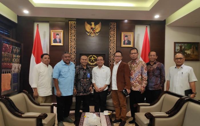 Panitia Hari Pers Nasional 2020 bertemu Mensesneg Pratikno. (Dok PWI)