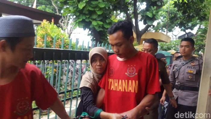 Ariyanto menjalani sidang di PN Bogor. Dia didakwa melawan polisi.