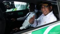 Momen Menhub Budi Karya Luncurkan Taksi Listrik di Bandara Soetta