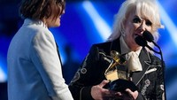 Nyaris Setengah Abad Berkarya, Tanya Tucker Akhirnya Raih Piala Grammy