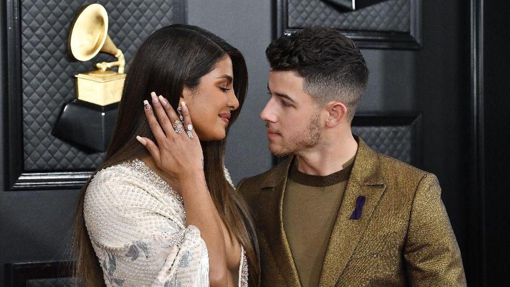 Tanggapan Santuy Nick Jonas Soal Kotoran Gigi saat Tampil di Grammy