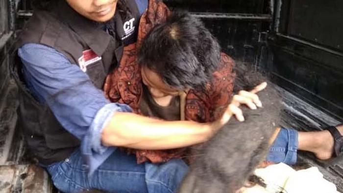 Sukiyah, seorang perempuan di Kabupaten Semarang tidak mandi selama 27 tahun. Kondisinya memprihatinkan karena rambutnya menjadi gimbal hingga menjadi sarang tikus.