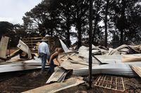 Sejumlah bangunan hancur akibat kebakaran.