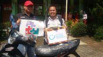 Video Kisah Guru Honorer Bersepatu Bolong Dapat Hadiah dari Relawan
