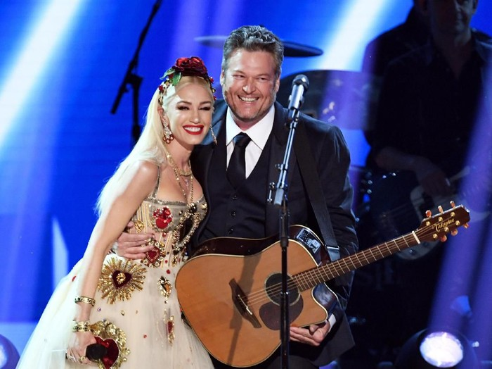 LOS ANGELES, CALIFORNIA - JANUARY 26: (L-R) Gwen Stefani and  Blake Shelton perform onstage during the 62nd Annual GRAMMY Awards at STAPLES Center on January 26, 2020 in Los Angeles, California. (Photo by Kevin Winter/Getty Images for The Recording Academy )