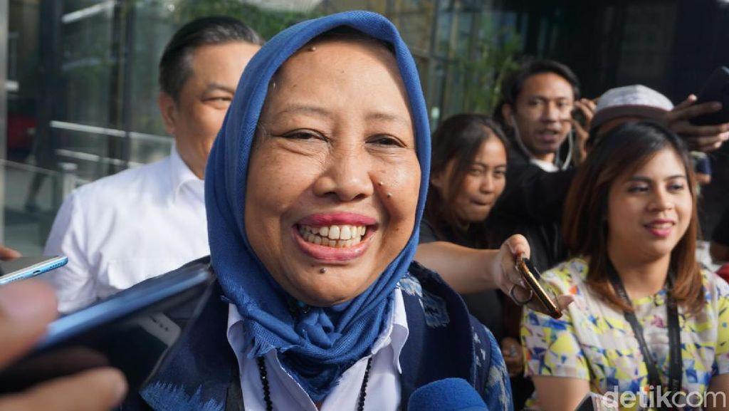 Sekjen Kementerian PUPR Umbar Senyum Usai Diperiksa KPK