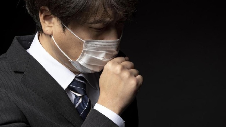 Businessman wearing a medical mask