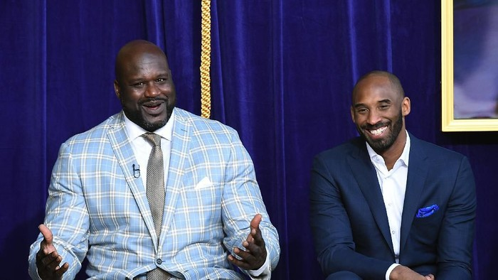 LOS ANGELES, CA - MARCH 24: Former Los Angeles Lakers player Shaquille ONeal reacts to his former players seated in the audience with Kobe Bryant looking on during unveiling of his statue at Staples Center March 24, 2017, in Los Angeles, California. NOTE TO USER: User expressly acknowledges and agrees that, by downloading and or using this photograph, User is consenting to the terms and conditions of the Getty Images License Agreement. (Photo by Kevork Djansezian/Getty Images)