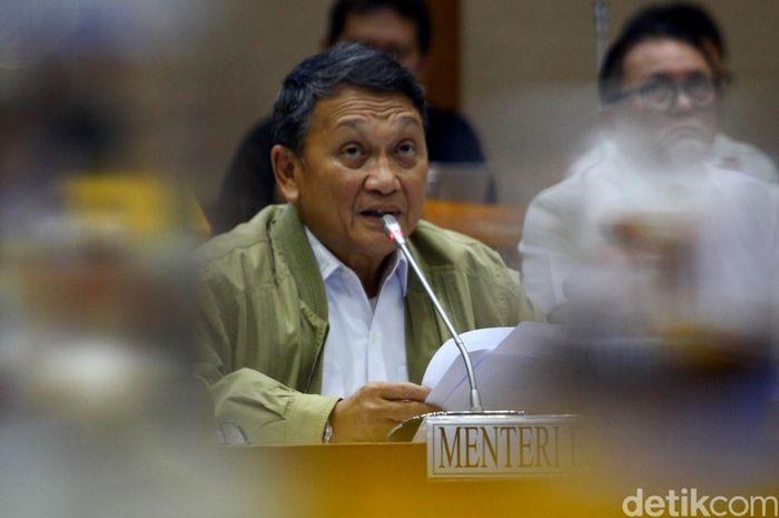 Menteri Energi dan Sumber Daya Mineral (ESDM) Arifin Tasrif menghadiri rapat kerja bersama Komisi VII DPR RI, Jakarta, Senin (27/1/2020).
