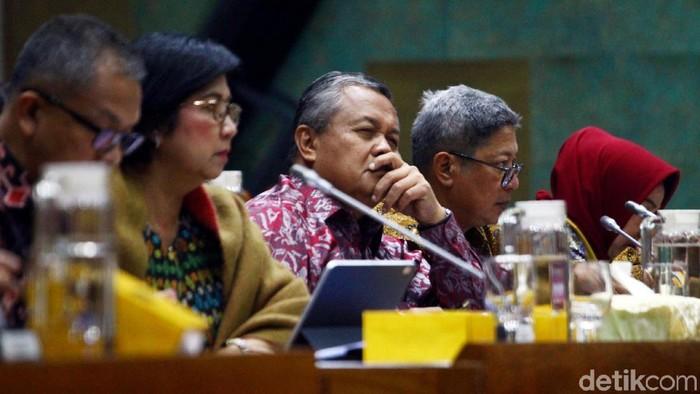 Komisi XI DPR RI menggelar rapat kerja dengan Bank Indonesia (BI). Rapat kerja itu membahas evaluasi kinerja tahun 2019 dan outlook perekonomian tahun 2020.