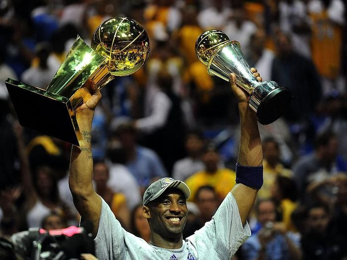 ORLANDO, FL - JUNE 14:  Kobe Bryant #24 of the Los Angeles Lakers holds up the Larry OBrien trophy and the Bill Russell MVP trophy after the Lakers defeated the Orlando Magic 99-86 in Game Five of the 2009 NBA Finals on June 14, 2009 at Amway Arena in Orlando, Florida.  NOTE TO USER:  User expressly acknowledges and agrees that, by downloading and or using this photograph, User is consenting to the terms and conditions of the Getty Images License Agreement.  (Photo by Ronald Martinez/Getty Images)