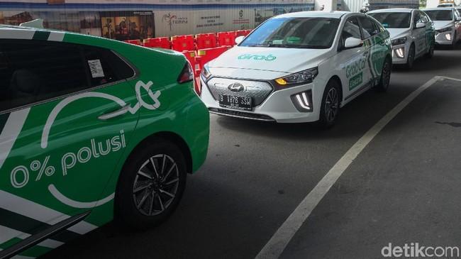 GrabCar Elektrik resmi diluncurkan di Terminal 3, Bandara Soekarno-Hatta, Tangerang, Senin (27/1). Yuk, jajal sedan ramah lingkungan ini.