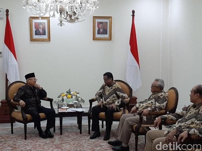 Forum Silaturahmi Asosiasi Travel Haji dan Umrah (Forum SATHU) menemui Wakil Presiden Maruf Amin
