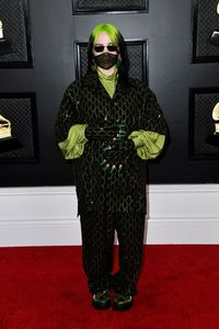 Billie Eilish Pakai Masker di Grammy Awards, Takut Kena Virus Corona?