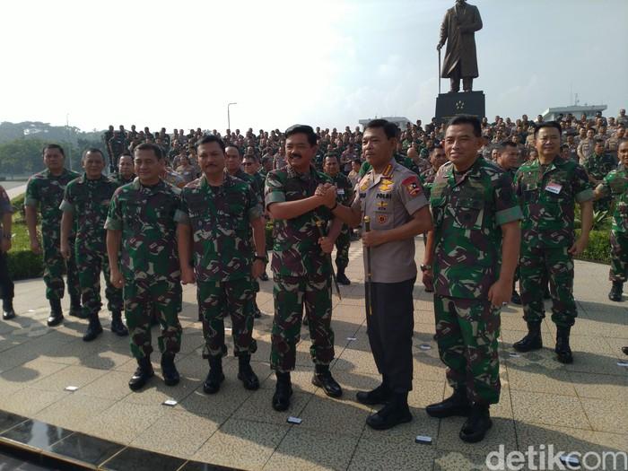Panglima TNI Marsekal Hadi Tjahjanto dan Kapolri Jenderal Idham Azis. (Sachril Agustin Berutu/detikcom)