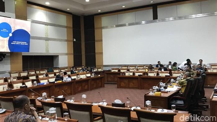 Rapat dengar pendapat Komisi I dengan Helmy Yahya