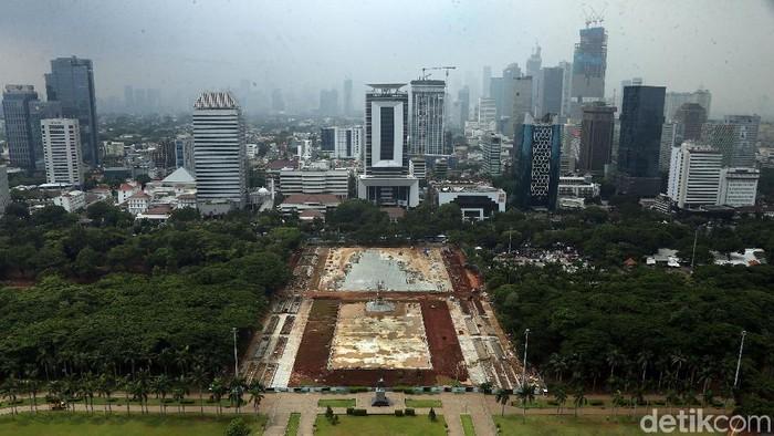 Revitalisasi Monumen Nasional (Monas), berjalan terus meski mendapat protes dan kontroversi. Berikut foto-foto penampakan terkininya.