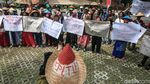 Warga Demo KPK Soal Proyek PLTU II Indramayu
