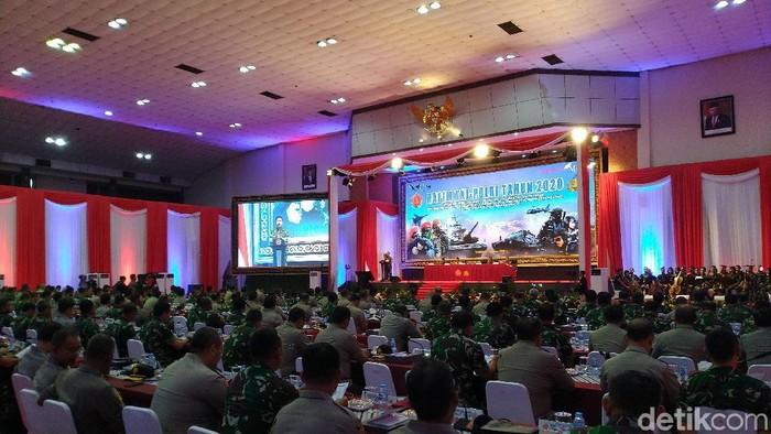 Panglima TNI Marsekal Hadi Tjahjanto di rapim (Sachril Agustin Berutu/detikcom)
