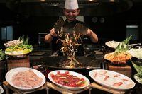 Di Sini Bisa Makan Kambing Guling dan Cicip Makanan 'Crazy Asian'