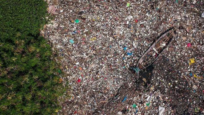 Penampakan Sungai Citepus yang berada di Kabupaten Bandung, tampak memprihatinkan. Sampah menutupi permukaan sungai yang bermuara ke Sungai Citarum itu.