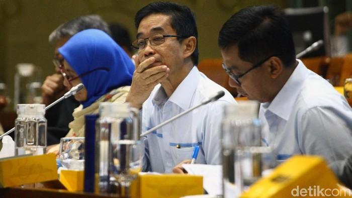 Komisi VII DPR RI menggelar rapat dengar pendapat (RDP) dengan direksi PT PLN (Persero). Rapat tersebut membahas kinerja perusahaan dan mobil listrik.