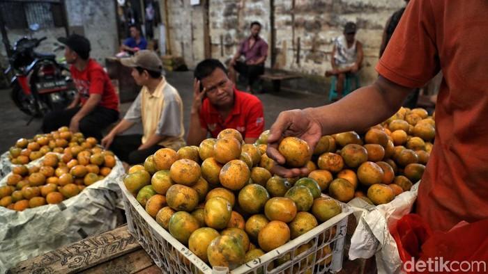 Virus corona yang merebak di China, membuat buah-buah lokal banyak diminati. Kementan sendiri memperketat pintu masuk impor beberapa jenis makanan termasuk buah-buahan.