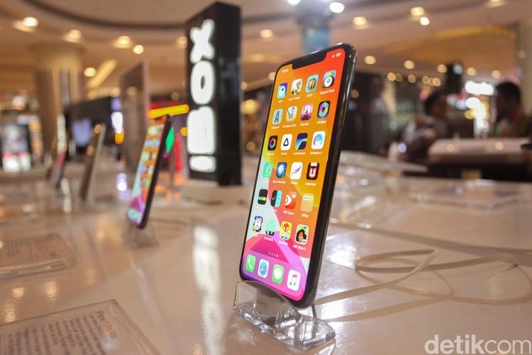 Pameran iBoxing Week 2020 digelar di Laguna Atrium, Central Park, Jakarta, Selasa (28/1). Dalam acara ini para fanboy dapat belanja produk Apple dengan harga miring lho.
