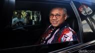 Senyum Arief Budiman Usai Diperiksa KPK