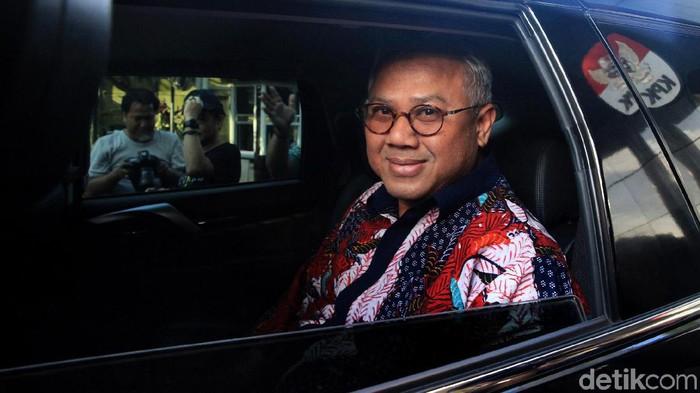 Ketua KPU Arief Budiman memenuhi panggilan KPK terkait kasus dugaan suap PAW anggota DPR yang menjerat eks Komisioner KPU Wahyu Setiawan.