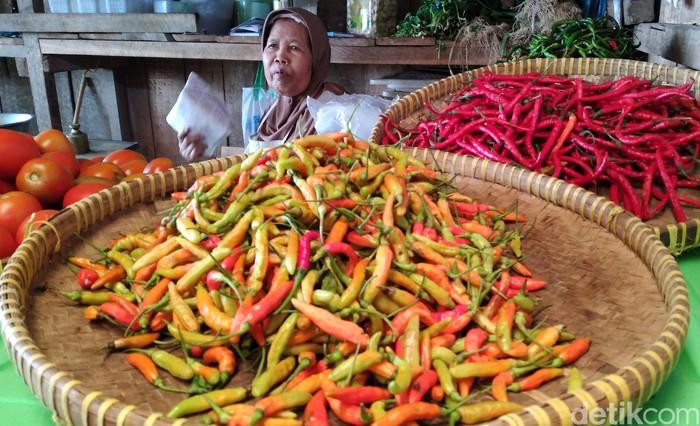 Harga cabai rawit merah di Pasar Wates Mariyem, Kulon Progo, masih di kisaran Rp 60 ribu hingga Rp 80 ribu per kilogramnya. Kenaikan harga ini sudah terjadi lebih dari sepekan.